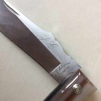incisioni a mano su coltelli